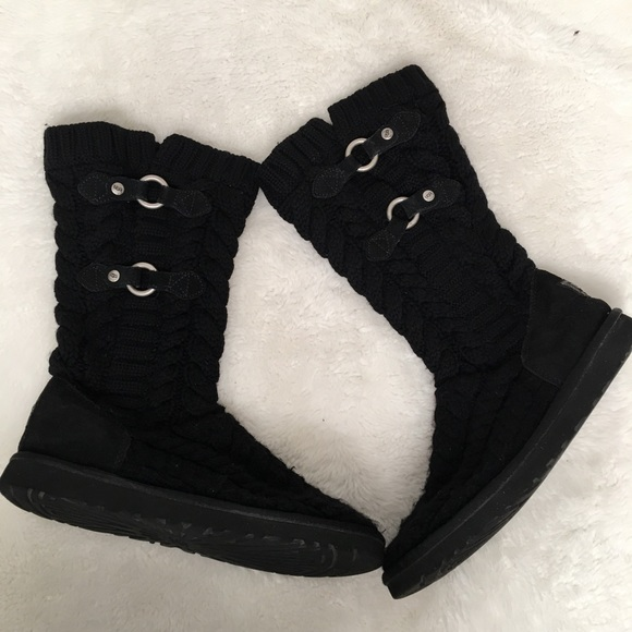 6bd065ba2b5 UGG Tularosa Route Cable Knit Boots Size 9 Black
